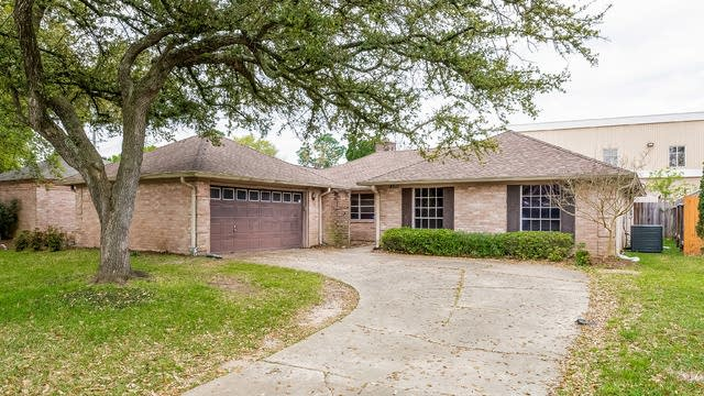 Photo 1 of 25 - 4911 Eagle Trail Dr, Houston, TX 77084