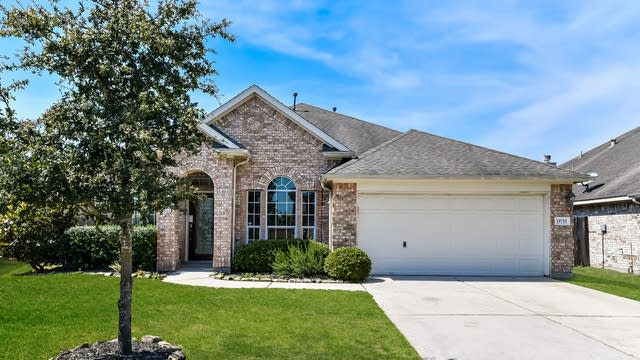 Photo 1 of 25 - 19715 Sternwood Manor Dr, Spring, TX 77379