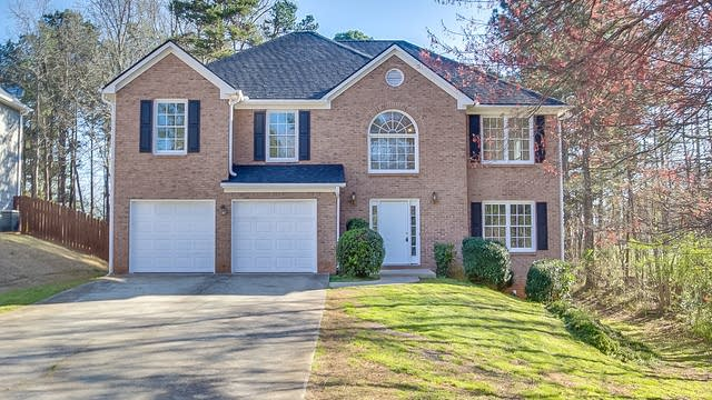 Photo 1 of 25 - 5802 Silverthorn Dr, Flowery Branch, GA 30542