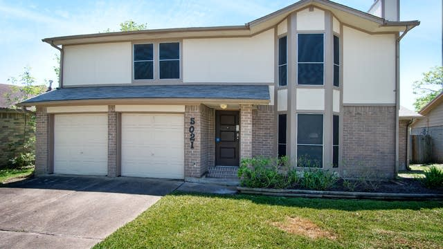Photo 1 of 16 - 5021 Glenvalley Dr, La Porte, TX 77571