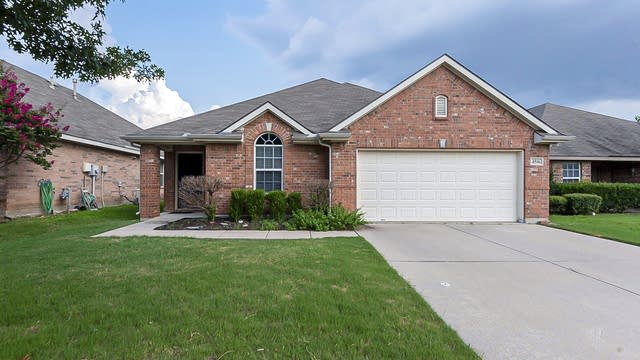 Photo 1 of 24 - 4516 Chris Dr, Fort Worth, TX 76244