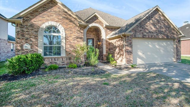 Photo 1 of 16 - 1937 Golden Creek Ln, Richmond, TX 77469