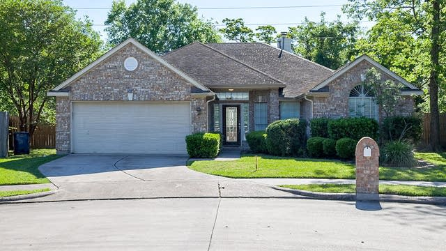 Photo 1 of 14 - 3302 La Seine Ln, Spring, TX 77388