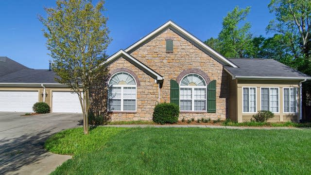 Photo 1 of 14 - 5577 Prosperity View Dr, Charlotte, NC 28269