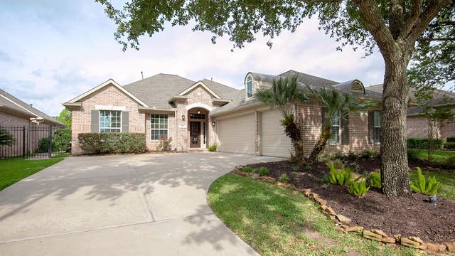 Photo 1 of 26 - 1903 Shadow Lake Dr, Sugar Land, TX 77479