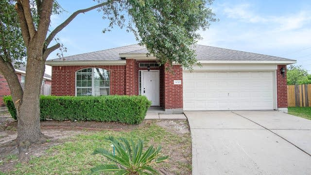 Photo 1 of 17 - 16210 Willowford Ct, Houston, TX 77082