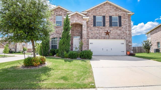 Photo 1 of 37 - 1701 Grassy View Dr, Fort Worth, TX 76131