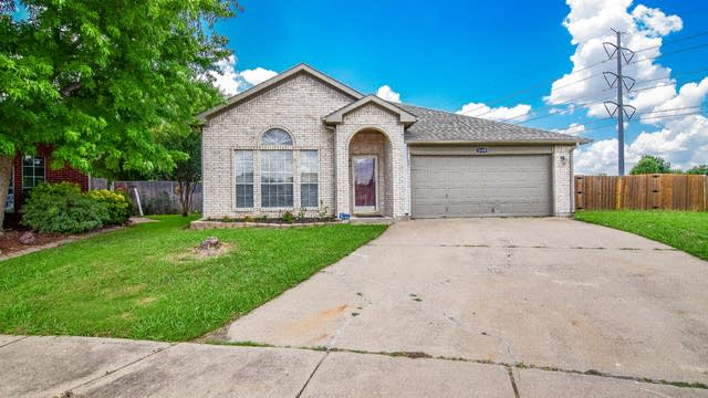 Photo 1 of 36 - 3105 Fox Meadow Trl, Grand Prairie, TX 75052