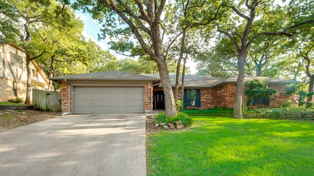 Photo 1 of 27 - 605 Stonehenge Dr, Hurst, TX 76054