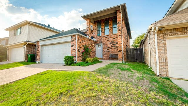 Photo 1 of 24 - 3016 Laurel Creek Dr, Grapevine, TX 76051