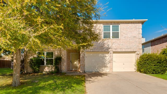 Photo 1 of 25 - 700 Quail Dr, Saginaw, TX 76131