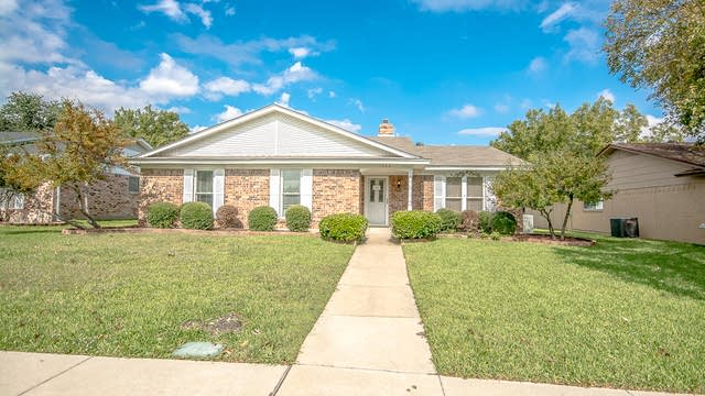 Photo 1 of 25 - 1505 Kingsbridge Dr, Garland, TX 75044