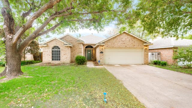 Photo 1 of 24 - 4342 Briar Hill Dr, Grand Prairie, TX 75052