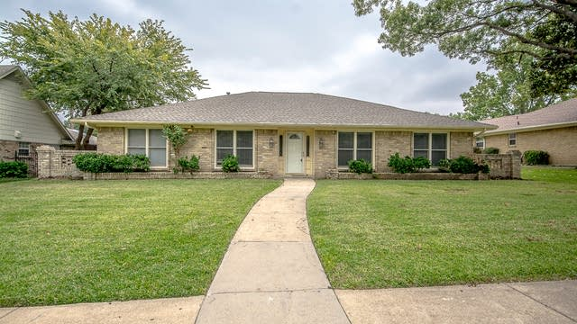 Photo 1 of 30 - 2516 Regal Rd, Plano, TX 75075