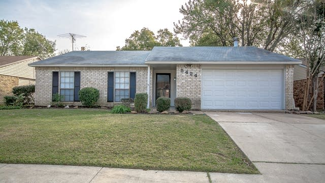Photo 1 of 20 - 5424 Baker Dr, The Colony, TX 75056
