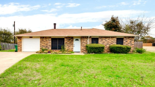 Photo 1 of 30 - 135 Sierra Ct, Glenn Heights, TX 75154