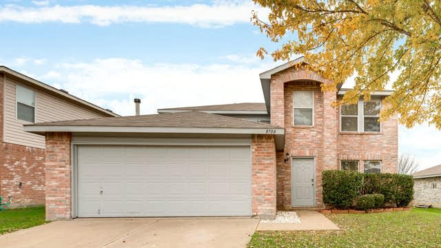 Photo 1 of 25 - 8708 Cove Meadow Ln, Fort Worth, TX 76123