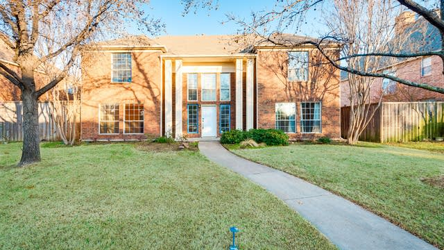 Photo 1 of 28 - 4004 Crestwood Dr, Carrollton, TX 75007