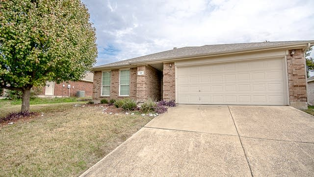 Photo 1 of 26 - 810 Ash Ln, Cedar Hill, TX 75104