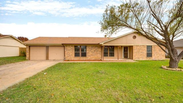Photo 1 of 24 - 445 Parkridge Blvd, Burleson, TX 76028