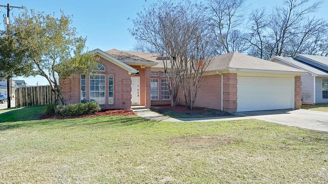 Photo 1 of 21 - 201 S 3rd Ave, Mansfield, TX 76063