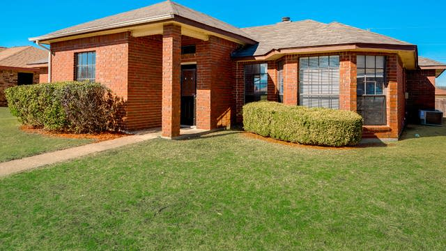 Photo 1 of 28 - 1029 Brookhaven Dr, Lancaster, TX 75134