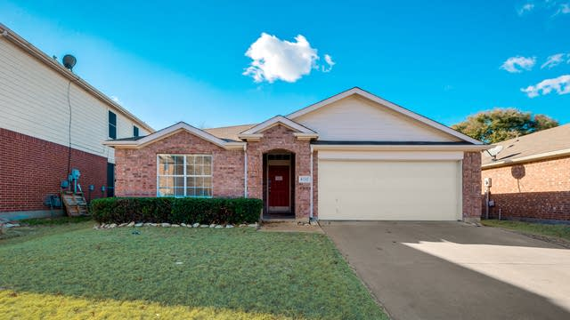 Photo 1 of 27 - 8332 Orleans Ln, Fort Worth, TX 76123