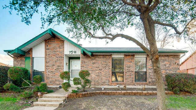 Photo 1 of 28 - 708 Green Canyon Dr, Mesquite, TX 75150