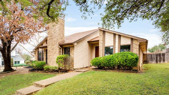 Photo 1 of 31 - 1115 Derbyshire Pl, Carrollton, TX 75007
