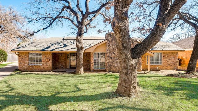 Photo 1 of 26 - 2117 Covemeadow Dr, Arlington, TX 76012