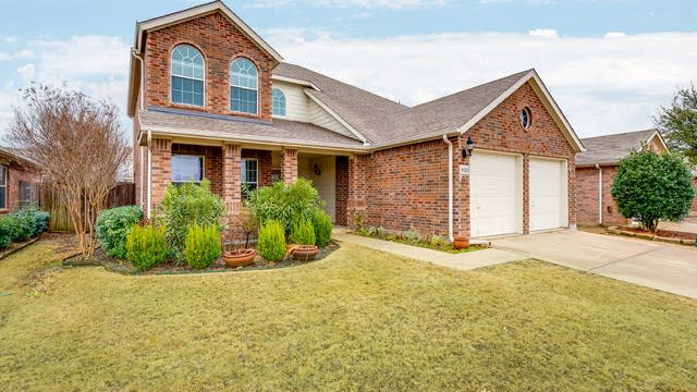 Photo 1 of 29 - 9020 Tumbleweed Dr, Crossroads, TX 76227