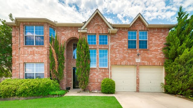 Photo 1 of 35 - 8409 Southern Prairie Dr, Fort Worth, TX 76123