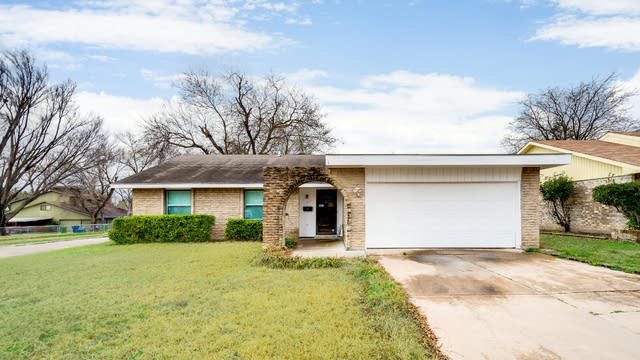 Photo 1 of 29 - 402 Meadowhill Dr, Garland, TX 75043