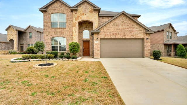 Photo 1 of 31 - 3533 Twin Pines Dr, Fort Worth, TX 76244
