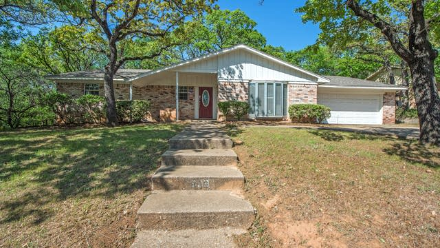 Photo 1 of 21 - 809 Wade Dr, Bedford, TX 76022