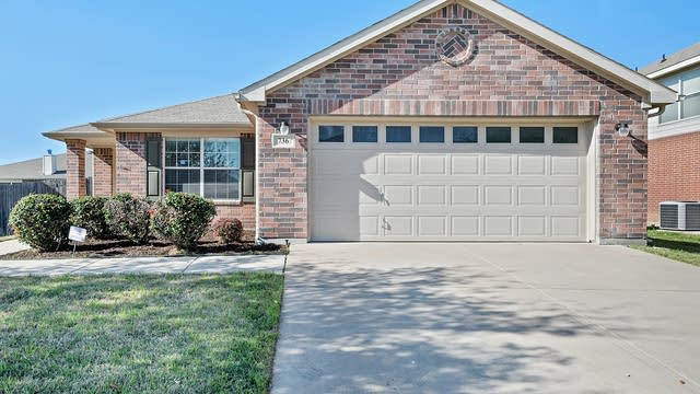 Photo 1 of 24 - 736 Redwing Dr, Fort Worth, TX 76131