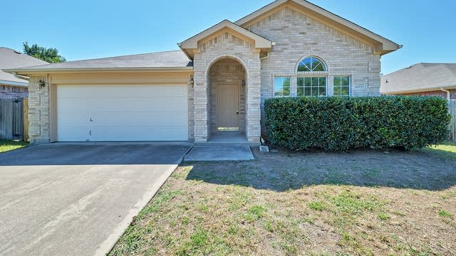 Photo 1 of 22 - 4453 Harpers Ferry Dr, Grand Prairie, TX 75052