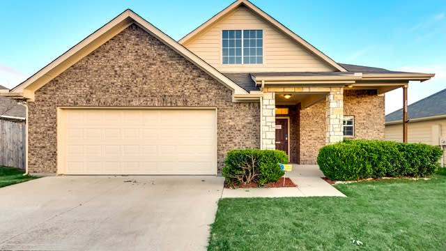 Photo 1 of 32 - 2909 Englefield Grn, Denton, TX 76207