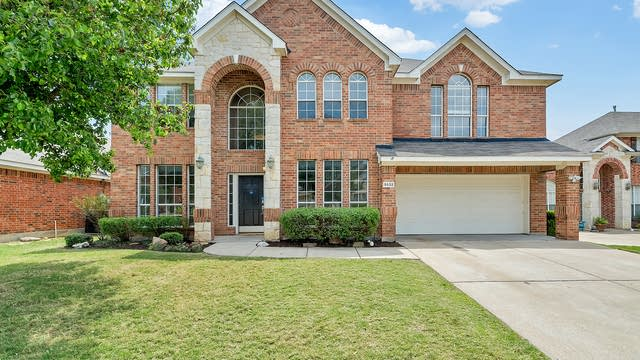 Photo 1 of 33 - 5532 Monthaven Dr, Fort Worth, TX 76137