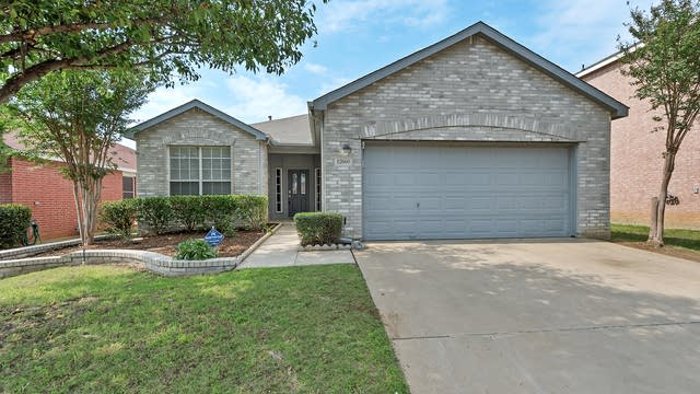 Photo 1 of 25 - 12660 Oakwood Cir, Euless, TX 76040