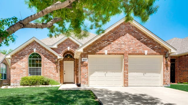 Photo 1 of 33 - 9621 Links Fairway Dr, Rowlett, TX 75089