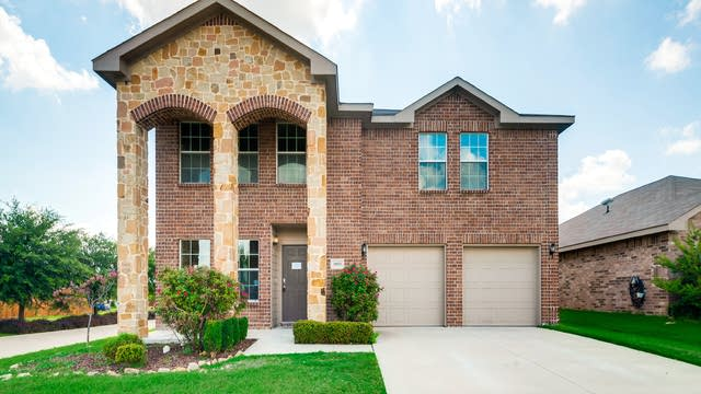 Photo 1 of 30 - 10021 Fox Hill Dr, Fort Worth, TX 76131