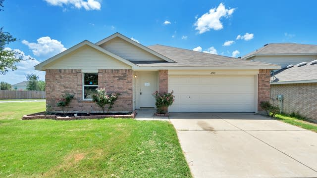 Photo 1 of 22 - 4901 Parkview Hills Ln, Fort Worth, TX 76179