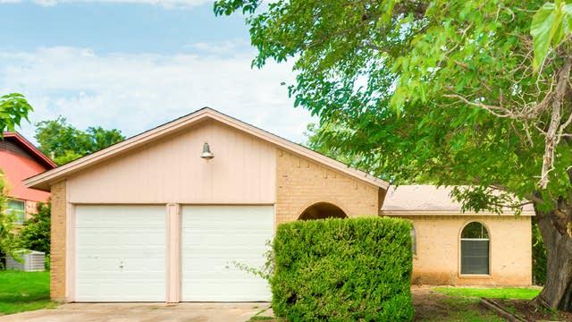 Photo 1 of 28 - 6049 Ridgecrest Dr, Watauga, TX 76148