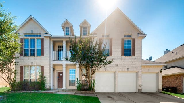 Photo 1 of 34 - 8324 Summer Park Dr, Fort Worth, TX 76123