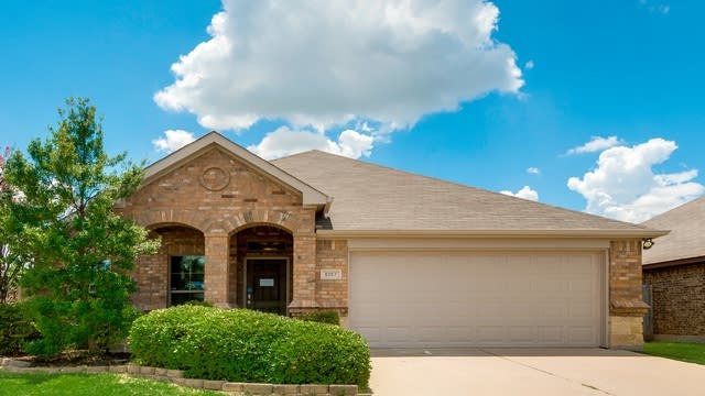 Photo 1 of 31 - 6057 Lochshire Dr, Fort Worth, TX 76179