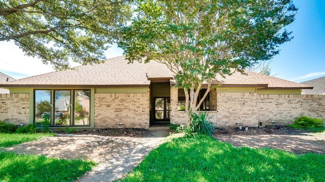 Photo 1 of 32 - 3314 Greenview Dr, Garland, TX 75044