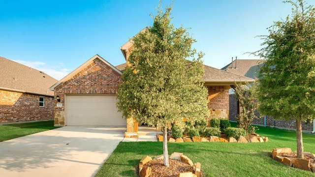 Photo 1 of 32 - 2676 Yacht Club Dr, Lewisville, TX 75056