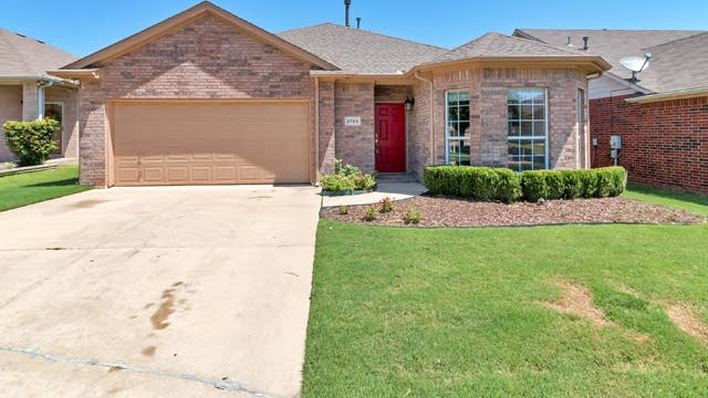 Photo 1 of 21 - 2709 Bull Shoals Dr, Fort Worth, TX 76131