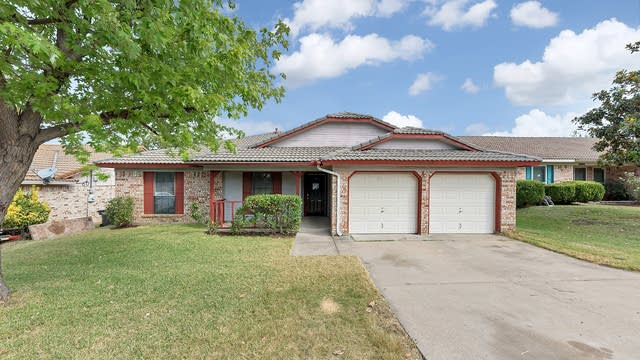 Photo 1 of 26 - 2816 Southpark Ln, Fort Worth, TX 76133